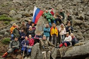 Фото 3 - Участники экспедиции Кодар-2009 у Памятной Плиты_1600